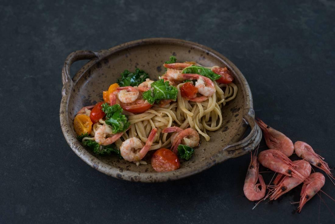 Pasta med reker, tomat og grønnkål